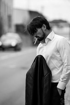 Best Portrait Photography, Foto Portrait, Smoke Photography, Photography Poses For Men, Best Portraits, Pinterest Photography, Man Portrait, Photography Business, Street Photography