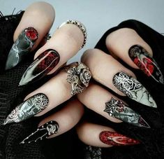 12 scary Halloween nail designs that you've never seen before! From Vampire Bride nails to Black magic manicure, this Hallloween nail art compilation has it all Goth Nails, Swag Nails, Fun Nails, Grunge Nails, Stiletto Nails, Best Acrylic Nails, Acrylic Nail Designs, Nail Art Designs, Halloween Nail Designs