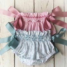 45 Ideas For Sewing Baby Pants Kids Baby Girl Pants, Little Girl Dresses, Baby Girl Fashion, Kids Fashion, Smocking Baby, Punto Smok, Smocked Baby Clothes, Baby Bloomers, Moda Vintage