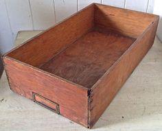 Antiquité Collection Ancienne boîte en bois. Insertion étiquette Lévis…