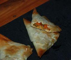 Triángulos de pasta filo rellenos de verduras con soja