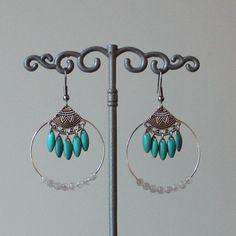 Boucles d'oreilles créole argenté ,pierre de gemme pierre de lune blanche, sequins émaillés bleu turquoise : Boucles d'oreille par mystee-creations