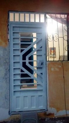 Front Gate Design, Door Design, Stainless Steel Stair Railing, Welding Design, Window Bars, Grand Entryway, Window Grill Design, Front Gates, Steel Doors