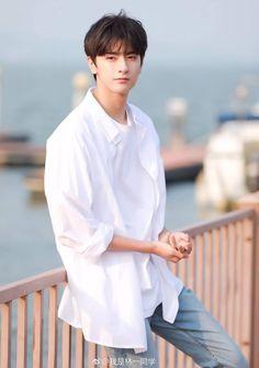 Linyi so handsome Korean Boys Ulzzang, Cute Korean Boys, Ulzzang Boy, Cute Boys, Asian Actors, Korean Actors, Place Of Birth, Li Hong Yi, Song Wei Long