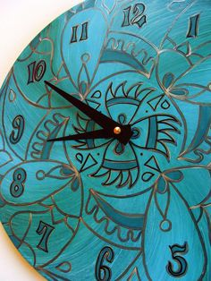 Clock hand-painted on recycled vinyl record - ©Christine Claringbold / EyePopArt (via Etsy)