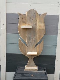 Tulp gemaakt van sloophout