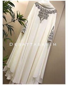 Abaya Style 297659856617046634 - Müşterimiz iyi günlerde kullansın Source by Wedding Abaya, Muslimah Wedding Dress, Hijab Wedding Dresses, Mode Niqab, Mode Abaya, Niqab Fashion, Muslim Fashion, Fashion Dresses, Hijab Evening Dress