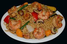 Chow mein con camarones y pollo - YouTube