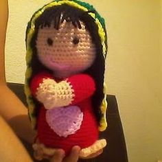Muñeca Virgencita Amigurumi - Patrón Gratis en Español aquí: http://novedadesjenpoali.blogspot.com.es/2013/02/virgencita-2-amigurumi.html