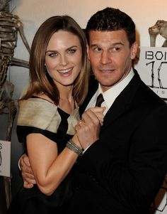 David Boreanaz and Emily Deschanel (Actors in the TV show Bones) John Francis Daley, Booth And Bones, Booth And Brennan, Bones Tv Series, Bones Tv Show, Emily Deschanel, David Boreanaz, Fox Tv, Actresses