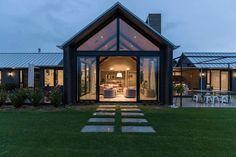 Wakatipu Basin House by Mason & Wales Architects Modern Barn House, Modern House Design, Timber Cladding, Modern Farmhouse Exterior, Facade House, House Facades, House Goals, Exterior Design, Building A House