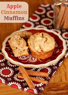 Apple Cinnamon Sour Cream Muffins - These moist, low sugar muffins are a healthy, delicious start to your day! I used natural yoghurt instead of sour cream :) Low Sugar Recipes, No Sugar Foods, Apple Recipes, Fall Recipes, Baking Recipes, Dessert Recipes, Desserts, Apple Cinnamon Muffins, Cinnamon Apples