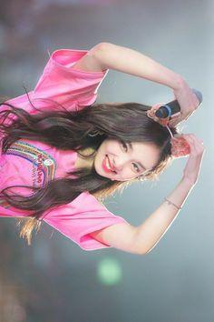 Kpop Girl Groups, Korean Girl Groups, Kpop Girls, Twice Show, Extended Play, Twice Korean, Nayeon Twice, Im Nayeon, Dahyun