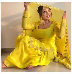 Party Wear Indian Dresses, Designer Party Wear Dresses, Indian Bridal Outfits, Indian Fashion Dresses, Dress Indian Style, Indian Designer Outfits, Punjabi Fashion, Stylish Dresses For Girls, Stylish Dress Designs