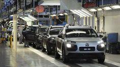 Peugeot: La fusión Peugeot-Opel pone en jaque la red de concesionarios y sus empleos en España. Noticias de Empresas. La posible adquisición del fabricante francés de la división de General Motors en Europa podría ser el espaldarazo definitivo a la consolidación de trabajadores en la fábrica de Zaragoza