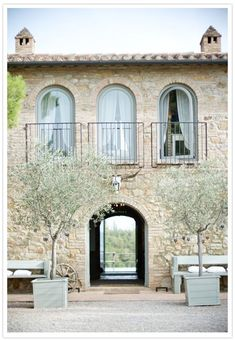 Tuscan style – Mediterranean Home Decor Italian Farmhouse, Italian Home, Italian Villa, Rustic Italian Decor, Italian Style, Tuscan Design, Tuscan Style, Design Toscano, Provence Style