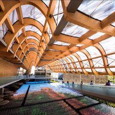 Geometrie e installazioni luminose dentro il Padiglione Cina. #Expo2015  Geometries and light installations inside China Pavilion.  Repost @modarchitecture