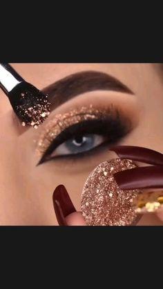 Smoky Eye Makeup, Eye Makeup Steps, Eyeshadow Makeup, Hair Makeup, Beauty Makeup, Glitter Eyeshadow, Eyeshadow Palette, Beauty Tips, Beauty Hacks