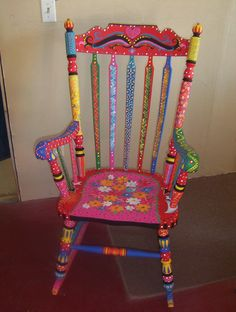 Funky Furniture in un nuovo mondo Painted Rocking Chairs, Hand Painted Chairs, Whimsical Painted Furniture, Hand Painted Furniture, Funky Furniture, Recycled Furniture, Colorful Furniture, Paint Furniture, Furniture Makeover