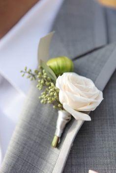 rosa blanca en el ojal creado floración artesanal y