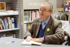 Paris : Hervé Mariton dédicace son livre-programme en vue de la primaire à droite - A la une - via Citizenside France. Copyright : Christophe BONNET - Agence73Bis