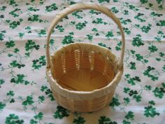Miniature Basket Wicker Round with Handle 4.75 Inches