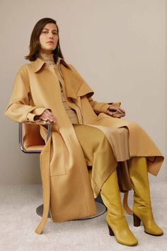 See all the Collection photos from Celine Autumn/Winter 2016 Pre-Fall now on British Vogue Fall Fashion 2016, Fashion Week, High Fashion, Fashion Show, Autumn Fashion, Fashion Design, Fashion Mode, Celine, Phoebe Philo