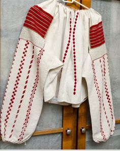 Folk Costume, Costumes, Folk Embroidery, Embroidered Blouse, Traditional Dresses, Alter, Fashion Dresses, Bell Sleeve Top, Bohemian Clothing