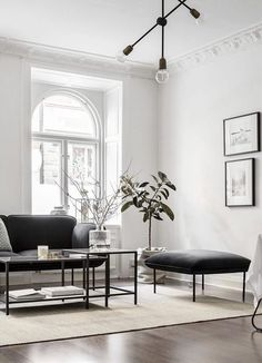 Living Room : White walls and walnut floors - via Coco Lapine Design - Decors Ideas Living Room Interior, Home Living Room, Living Room Designs, Living Room Decor, Black And White Living Room, White Rooms, White Walls, Design Scandinavian, Scandinavian Christmas