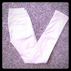 Zara white stretch denim jeggings w/back pocket Zara white denim jeggings with elastic band and back pockets. Only worn once. Zara Jeans Skinny