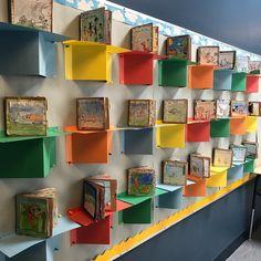 Now THESE are bookshelves The Gr 3 s Fantastic Mr Fox novel study display looks awesome Classroom Design, Classroom Organization, Art Classroom Decor, Portfolio Kindergarten, School Library Displays, Display Student Work, Primary Classroom Displays, Reading Display, Reading Bulletin Boards