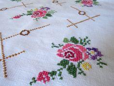 Mantel de café vintage hermoso. Fabuloso a mano y excelente estado. Hermoso diseño floral. El mantel es 29 x 29