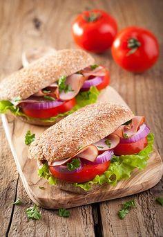 Sanduíche natural: 10 receitas light e deliciosas - Ter uma receita de sanduíche natural para aqueles momentos não-sei-o-que-comer, além de quebrar o galho, pode ser um jeito de não desviar da dieta...