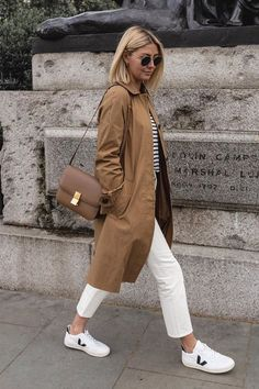 Celine box bag with camel trench coat, white & navy striped top, white jeans and white Veja sneakers outfit Mode Outfits, Casual Outfits, Fashion Outfits, Woman Outfits, Striped Top Outfit, White Sneakers Outfit Spring, White Bag Outfit, Jeans And Sneakers Outfit, Outfit Summer