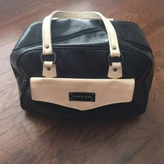 Mary Kay bag discount ship Super cute big bag has some normal signs of usage. In USED CONDITION Mary Kay Bags Travel Bags