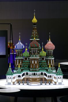 Kremlin and Red Square, Moscow, Russia in LEGO - I want to do a RO church with a blue dome, like the one I remember in Seattle. Lego Lego, Legos, Lego Projects, Projects To Try, Lego Sculptures, Lego Architecture, Lego Design, Lego Creator, Minecraft Ideas
