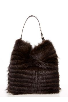 Fabulous fur bag by Oscar de la Renta Fall 2012 Fur Purse, Fur Bag, Best Handbags, Purses And Handbags, Fur Fashion, Fashion Bags, Sporty Fashion, Fashion Women, Winter Fashion
