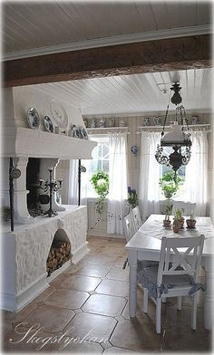 Ideas Shabby Chic Kitchen Diner Lights For 2019 Shabby Chic Floor Lamp, Shabby Chic Kitchen Table, Cocina Shabby Chic, Shabby Chic Cottage, Shabby Chic Homes, Shabby Chic Style, Shabby Chic Decor, Cottage Style, Cottage Dining Rooms