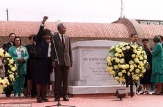 Nelson Mandela stands with his wife Winnie (left) after placing a wreath at the grave of Martin Luther King Jr on June 27, 1990. First-left, Coretta Scott King, the widow of M. L. King