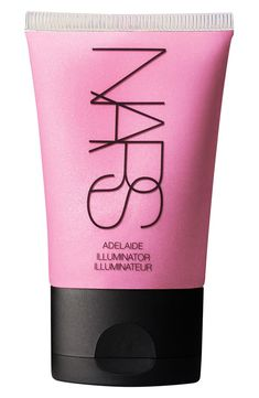 Highlights and illuminates the skin