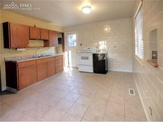 Midcentury tile walls- Colorado Springs home for sale at 229 Custer Ave.