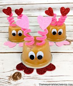 Love Bug Applesauce - The Keeper of the Cheerios valentines day day day cards day crafts day food day ideas geschenk spruch Great Valentines Day Ideas, Valentine Gifts For Kids, Valentine Treats, Valentines Day Party, Valentine Day Crafts, Valentine Box, Printable Valentine, Homemade Valentines, Valentines Outfits