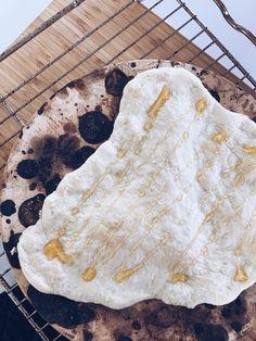 Lainahöyhenissä lehtikaalipizza — Tiiu Piret Pizza, Lily, Bread, Food, Brot, Essen, Orchids, Baking, Meals