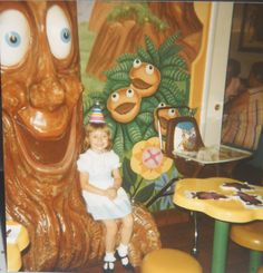 Apple pie tree room at mcdonalds. Mcdonalds Apple Pie, Jake And Dinos Chapman, Mcdonald's Restaurant, Old School Toys, Its My Bday, When I Grow Up, Back In The Day, Holiday Fun, Childhood Memories