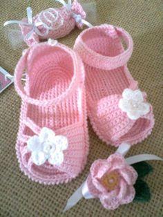 Sandalinhas e sapatinho em crochê
