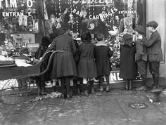 Children window shopping, christmas 1919 days of yore pinter