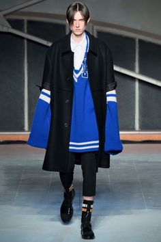 sweater please! // Raf Simons Fall 2016 Menswear Fashion Show Raf Simons, Love Fashion, High Fashion, Fashion Show, Mens Fashion, Fashion Design, Vogue Paris, Mode Style, Preppy Style