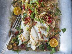 Ovnsbakt torsk med krydder og urter | Godt.no Low Carb, Ethnic Recipes, Food, Cilantro, Essen, Meals, Yemek, Eten