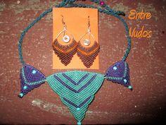 collar tres picos azul y morado pendientes de flecha marrones y naranjas  Pedido de navidad #pendientes #collar #azul #morado #marron #macrame #artesania