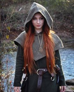 This piece of garb is made of wool. Perfect for Norse and SCA Reenactment Skjoldehamn Archer Hood. This piece of garb is made of wool. Perfect for Norse and SCA Reenactment Archer Costume, Costume Viking, Renaissance Fair Costume, Viking Dress, Costume Roi, Elf Costume, Costume Ideas, L Elf, Vikings